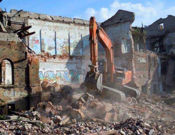 Демонтаж кирпичных зданий