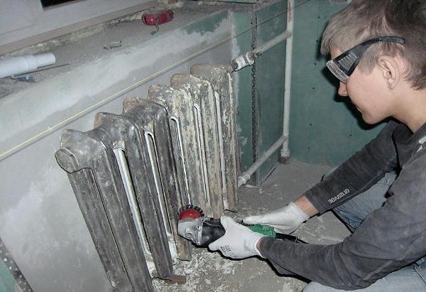 Демонтаж чугунных радиаторов отопления