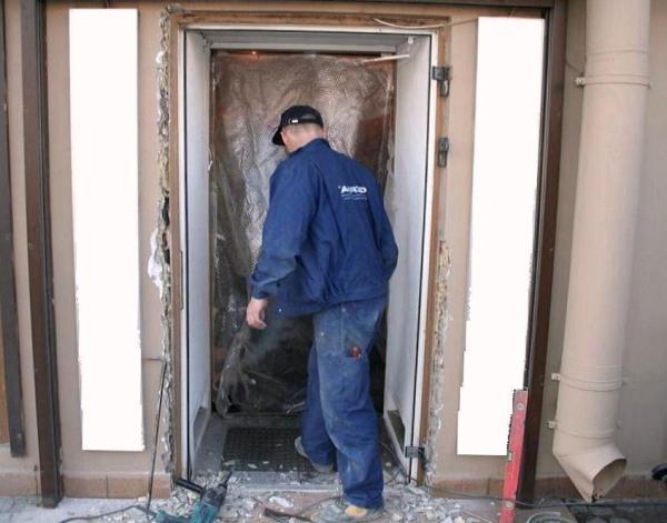 демонтаж входной двери в москве прайс