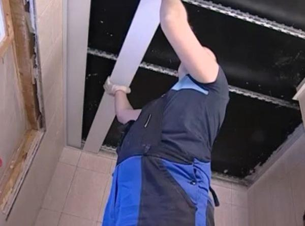Демонтаж реечных потолков своими руками