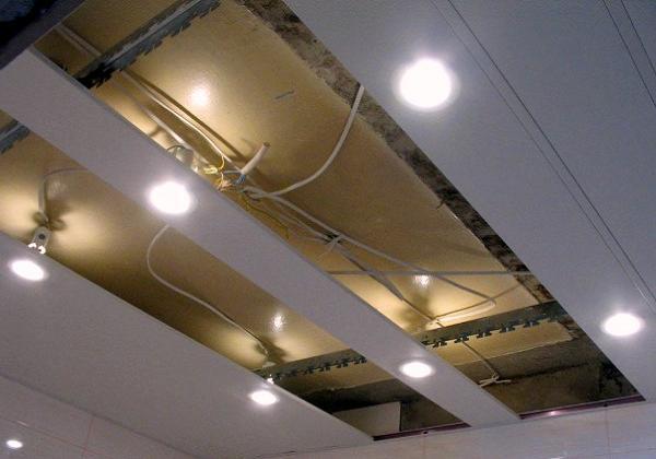 Демонтаж реечных потолков