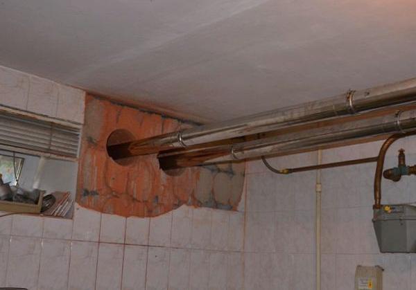 Отверстие для дымохода в стене