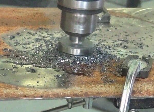 Сверление отверстие в металле