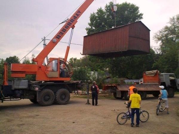 Демонтаж железных гаражей