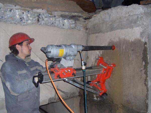 Сверление в бетонной стене