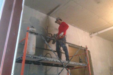 Резка проемов в бетонной стене
