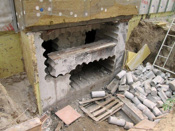 Проем в бетонной стене