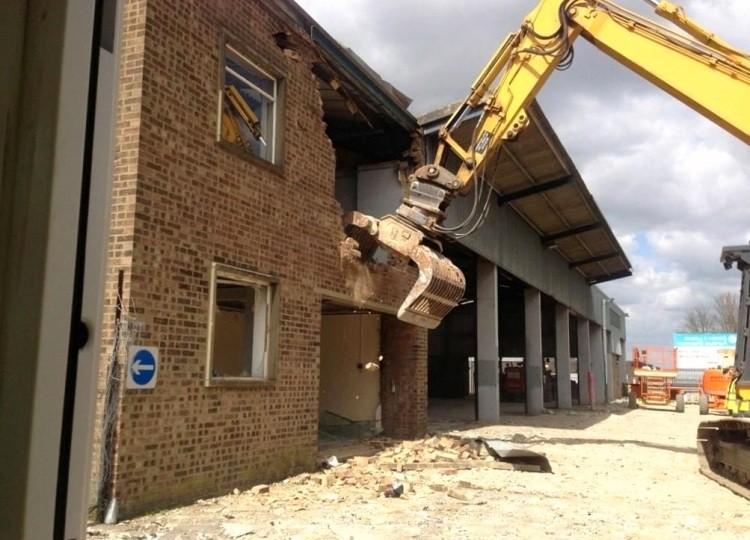 Услуги демонтажа домов