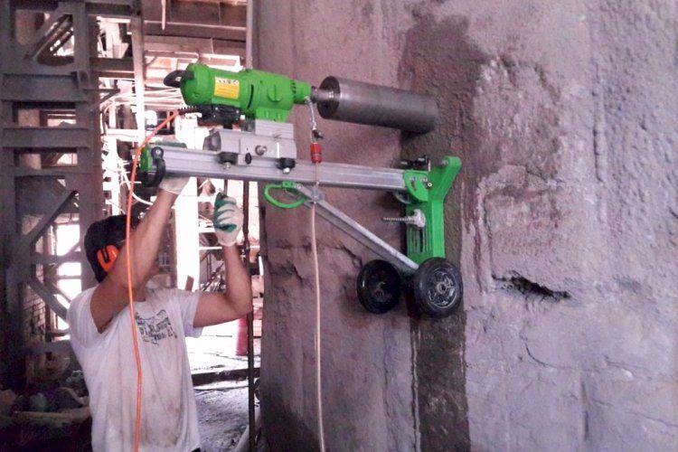 Отверстие в бетоне
