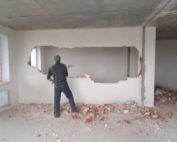 Демонтаж внутренных стен