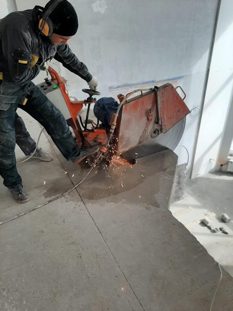 Демонтаж части плит перекрытия