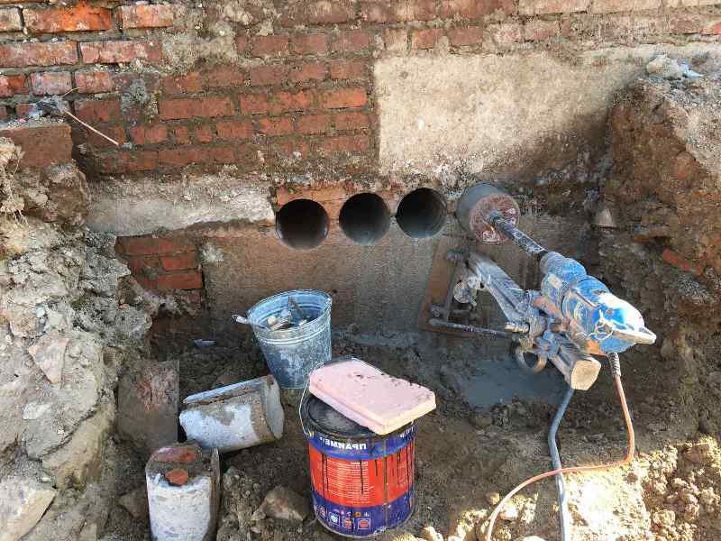 Бурение в фундаменте для канализации